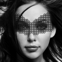 Маска на лицо Bijoux Indiscrets - Erika Mask, виниловая, клеевое крепл...