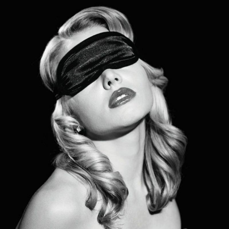 Маска на глаза Sex And Mischief - Satin Black Blindfold, тканевая, черная