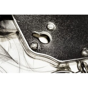 Наручники металлические с белой отделкой Adrien Lastic Handcuffs White (мятая упаковка)